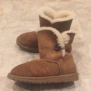 UGG Bailey Button boots sz 6 worn condition